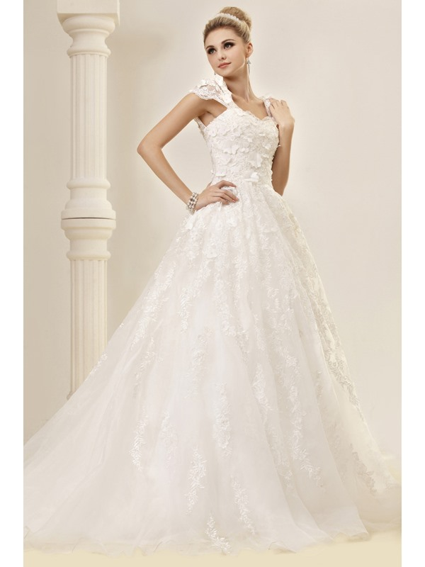 Stunning A-line/Princess Floor-length Capped-Sleeves Court Lace Dasha's Wedding Dress
